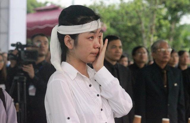 Người dân quê nhà rơi lệ xem Lễ truy điệu Chủ tịch nước Trần Đại Quang - Ảnh 20.
