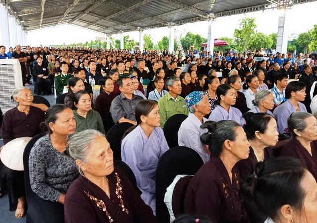 Người dân quê nhà rơi lệ xem Lễ truy điệu Chủ tịch nước Trần Đại Quang - Ảnh 3.