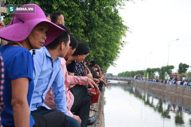 Xe tang đưa linh cữu Chủ tịch nước Trần Đại Quang về quê hương Ninh Bình - Ảnh 3.