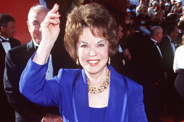 Cuộc đời Shirley Temple: Từ thần đồng diễn xuất đoạt giải Oscar khi mới 7 tuổi đến nữ chính trị gia kiệt xuất được tổng thống Mỹ nể trọng - Ảnh 29.