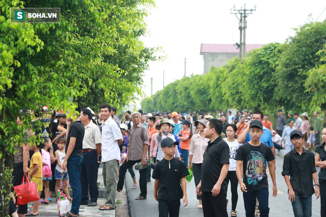 Xe tang đưa linh cữu Chủ tịch nước Trần Đại Quang về quê hương Ninh Bình - Ảnh 4.