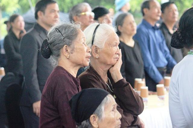 Người dân quê nhà rơi lệ xem Lễ truy điệu Chủ tịch nước Trần Đại Quang - Ảnh 9.