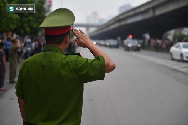 Xe tang đưa linh cữu Chủ tịch nước Trần Đại Quang về quê hương Ninh Bình - Ảnh 10.