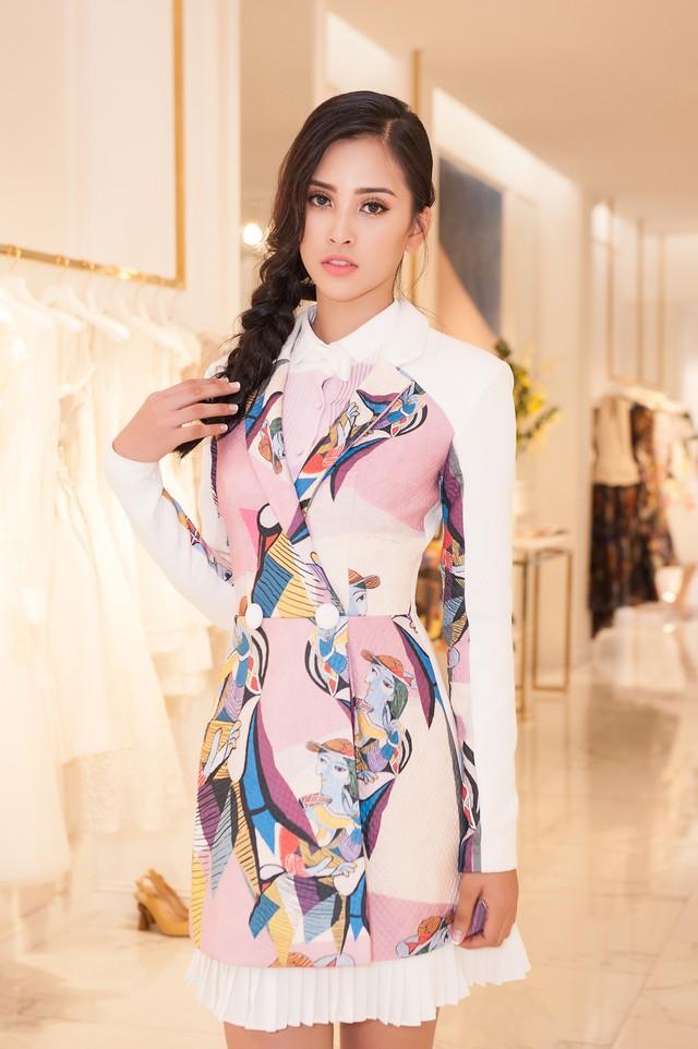 Hoa hậu Trần Tiểu Vy là khách mời đặc biệt của VinFast trong Paris Motor Show 2018 - Ảnh 3.