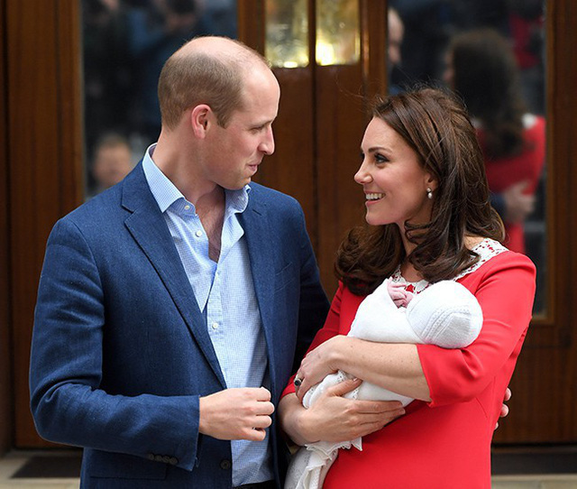 Hoàng tử William nói lời xin lỗi và lỡ miệng tiết lộ Công nương Kate đang ghen tị với mình vì điều này khiến ai cũng phải bật cười - Ảnh 2.