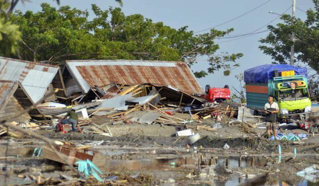 Động đất, sóng thần ở Indonesia: Số người chết tăng vọt lên gần 400 - Ảnh 1.