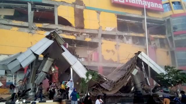 Động đất, sóng thần ở Indonesia: Số người chết tăng vọt lên gần 400 - Ảnh 5.