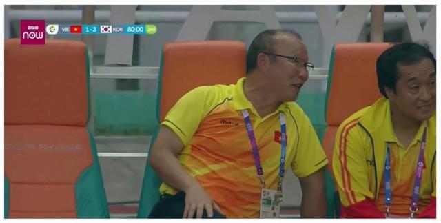HLV Park Hang Seo nghĩ gì khi bị CĐV quá khích Việt Nam ném đá? - Ảnh 2.