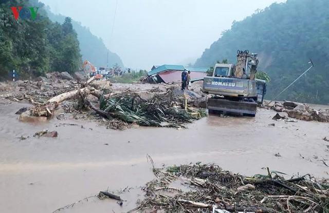 Ảnh: Lũ quét và ngập úng ở Lai Châu, giao thông nhiều nơi ách tắc - Ảnh 1.