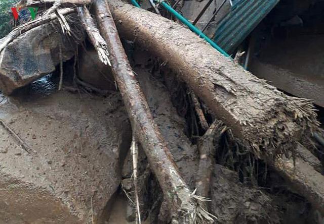 Ảnh: Lũ quét và ngập úng ở Lai Châu, giao thông nhiều nơi ách tắc - Ảnh 17.