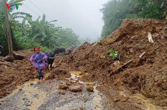 Ảnh: Lũ quét và ngập úng ở Lai Châu, giao thông nhiều nơi ách tắc - Ảnh 4.