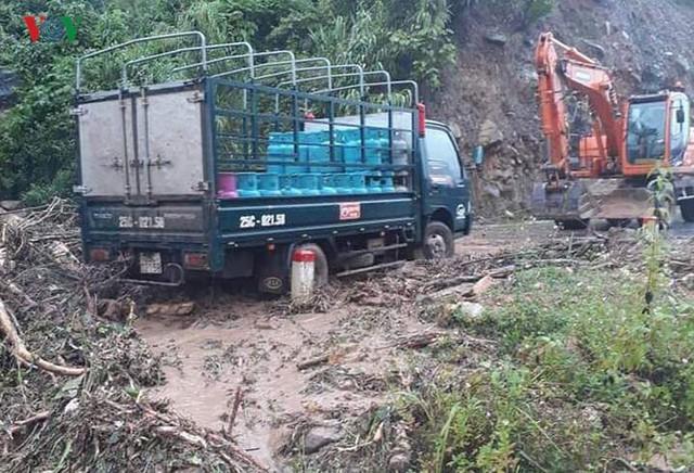 Ảnh: Lũ quét và ngập úng ở Lai Châu, giao thông nhiều nơi ách tắc - Ảnh 7.