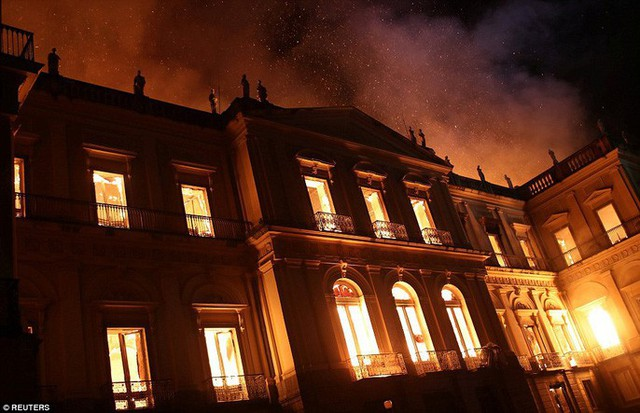 Cháy dữ dội bảo tàng trên 200 năm tuổi, chứa 20 triệu hiện vật - Ảnh 7.