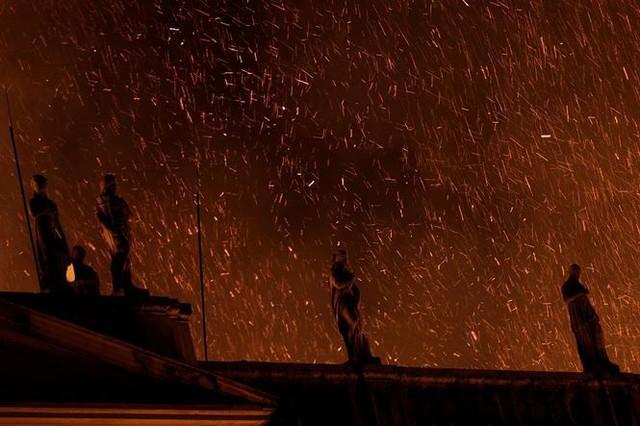Bảo tàng Quốc gia Brazil chìm trong biển lửa giữa đêm   - Ảnh 10.