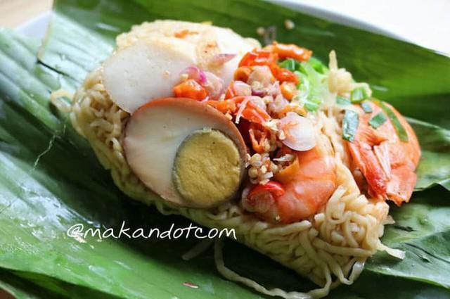 Ở Indonesia có một nhà hàng với kiểu thưởng mì độc đáo chưa từng thấy, ăn xong đảm bảo nhớ mãi - Ảnh 1.
