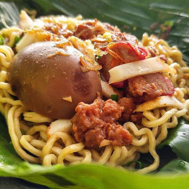 Ở Indonesia có một nhà hàng với kiểu thưởng mì độc đáo chưa từng thấy, ăn xong đảm bảo nhớ mãi - Ảnh 2.