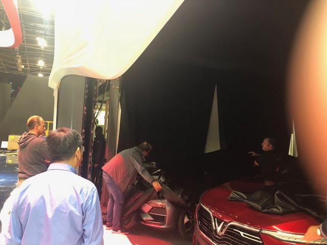 Những hình ảnh thực tế đầu tiên về 2 mẫu xe VinFast tại Paris Motor Show - Ảnh 9.