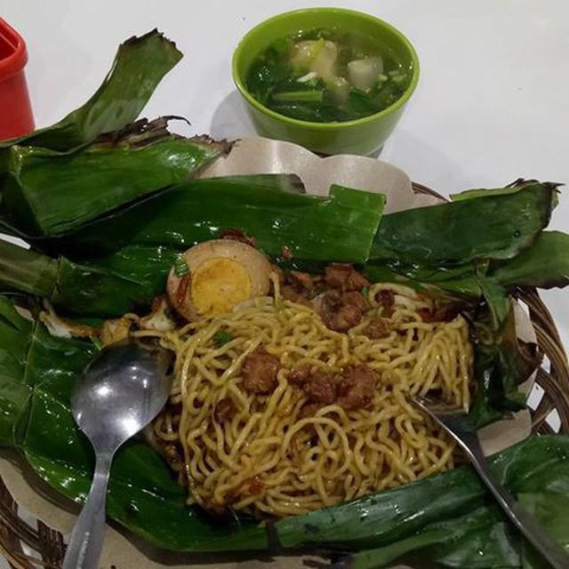 Ở Indonesia có một nhà hàng với kiểu thưởng mì độc đáo chưa từng thấy, ăn xong đảm bảo nhớ mãi - Ảnh 8.
