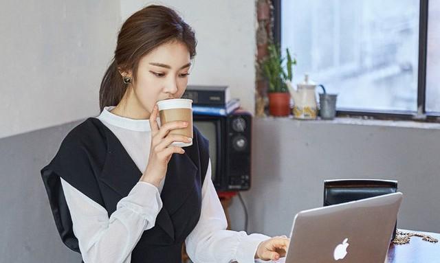 5 bước uống cà phê sao cho đúng cách, kích thích năng lượng sáng tạo và tăng năng suất làm việc một cách hiệu quả - Ảnh 1.