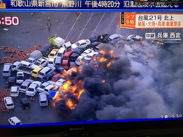 Siêu bão mạnh nhất ¼ thế kỷ đổ bộ, Nhật Bản bị tàn phá như trải qua thảm họa kép động đất, sóng thần năm 2011 - Ảnh 1.