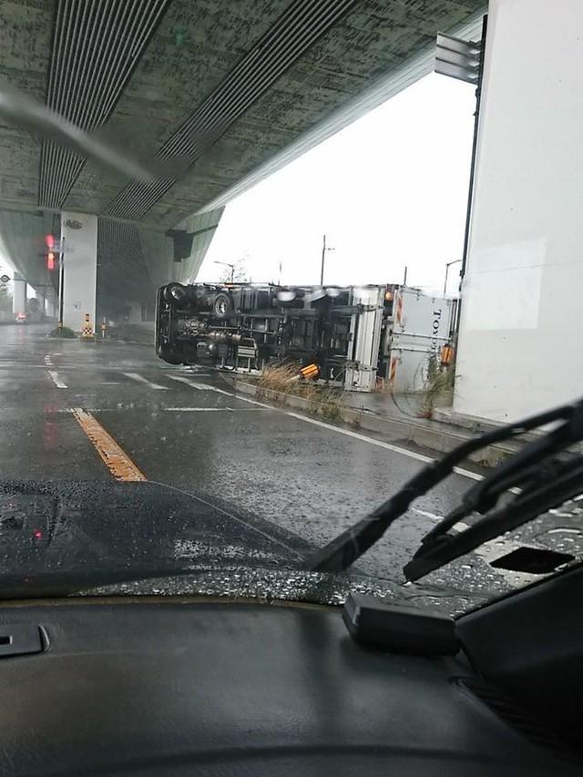 Siêu bão mạnh nhất ¼ thế kỷ đổ bộ, Nhật Bản bị tàn phá như trải qua thảm họa kép động đất, sóng thần năm 2011 - Ảnh 11.