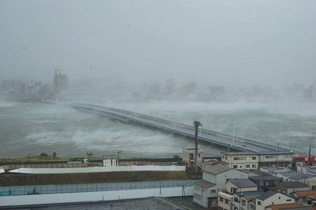 Siêu bão mạnh nhất ¼ thế kỷ đổ bộ, Nhật Bản bị tàn phá như trải qua thảm họa kép động đất, sóng thần năm 2011 - Ảnh 4.