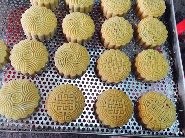 Thị trường bánh trung thu thượng vàng hạ cám và nỗi lo an toàn thực phẩm của người tiêu dùng - Ảnh 2.