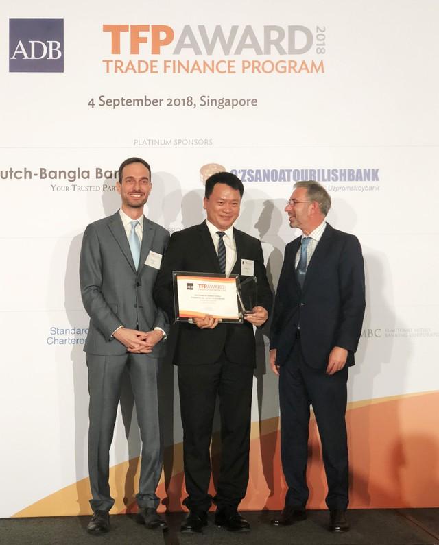 VIB tài trợ thương mại gần 300 triệu USD cho doanh nghiệp vừa và nhỏ - Ảnh 1.