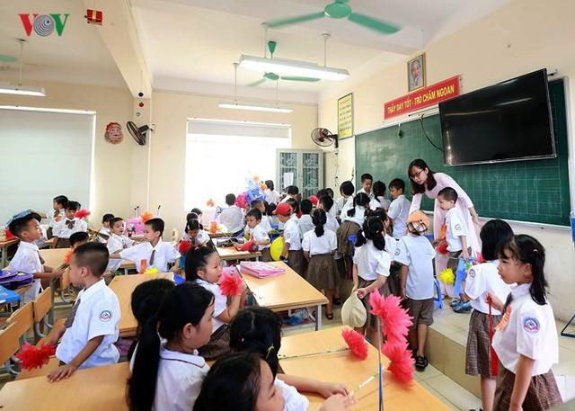 Ảnh: Khai giảng tại ngôi trường đông học sinh lớp 1 nhất Hà Nội - Ảnh 14.