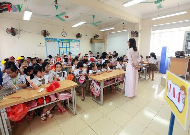 Ảnh: Khai giảng tại ngôi trường đông học sinh lớp 1 nhất Hà Nội - Ảnh 15.
