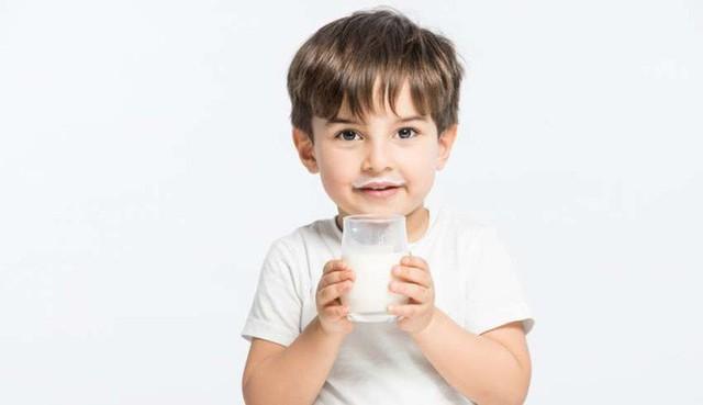 Uống sữa lúc nào là tốt nhất: 4 điều bạn nên biết để việc uống sữa có được lợi ích lớn hơn - Ảnh 3.