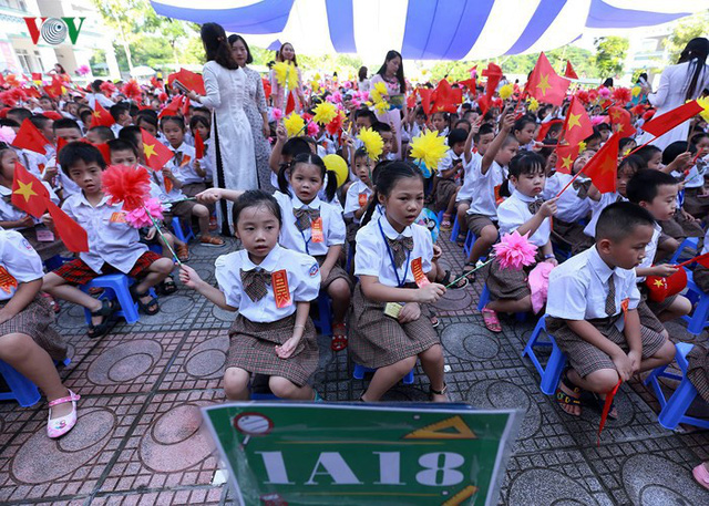 Ảnh: Khai giảng tại ngôi trường đông học sinh lớp 1 nhất Hà Nội - Ảnh 4.