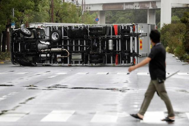 Hình ảnh sau cơn bão mạnh nhất 25 năm ập vào Nhật Bản - Ảnh 5.