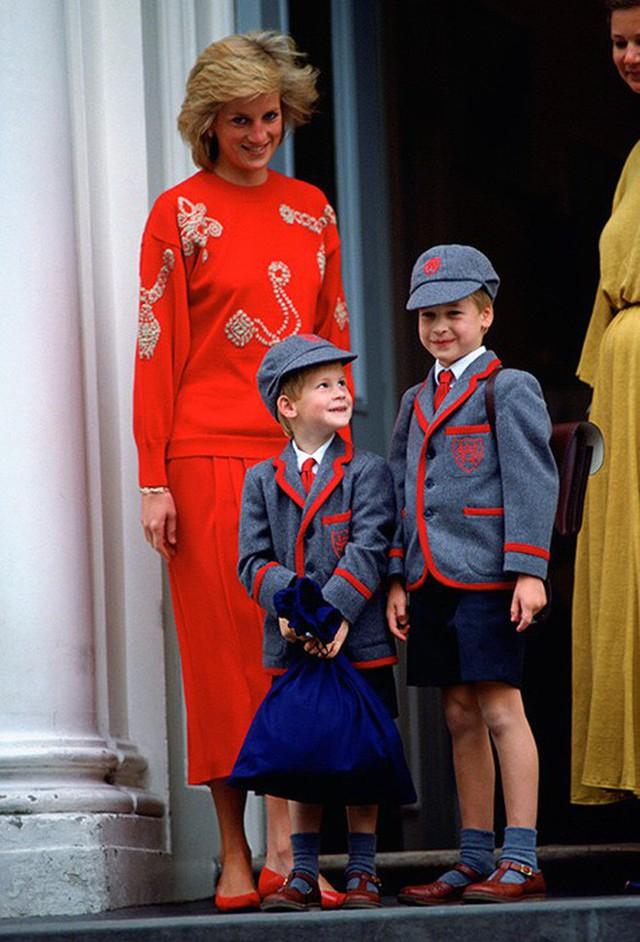 Loạt ảnh ngày đầu tiên đi học siêu đáng yêu của các công chúa, hoàng tử nhí trên thế giới - Ảnh 5.