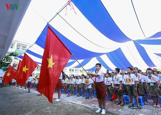 Ảnh: Khai giảng tại ngôi trường đông học sinh lớp 1 nhất Hà Nội - Ảnh 7.