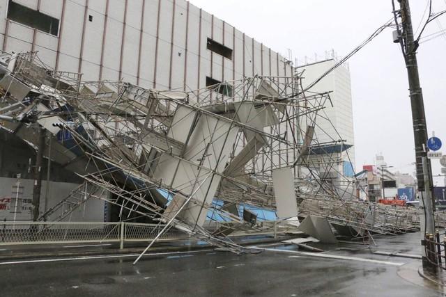 Hình ảnh sau cơn bão mạnh nhất 25 năm ập vào Nhật Bản - Ảnh 9.