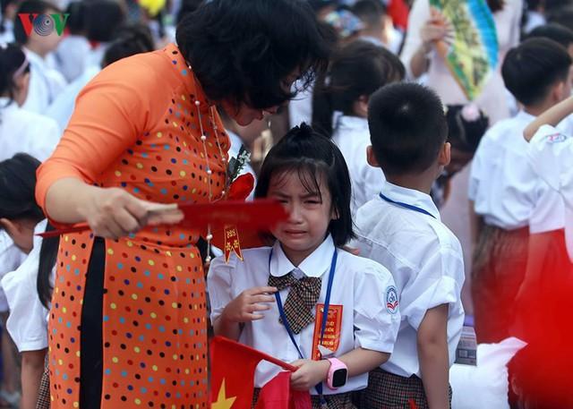 Ảnh: Khai giảng tại ngôi trường đông học sinh lớp 1 nhất Hà Nội - Ảnh 9.