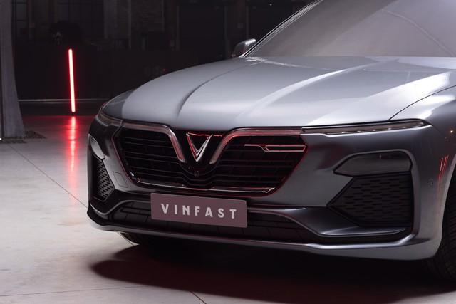 VinFast công bố những hình ảnh thiết kế ngoại thất đầu tiên của 2 mẫu xe Sedan và SUV - Ảnh 2.