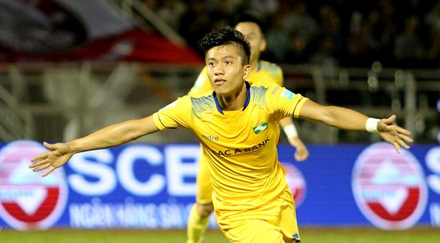 """""""Sao U23"""" Phan Văn Đức và SLNA thâu tóm mọi danh hiệu của tháng 7 và 8 - Ảnh 1."""