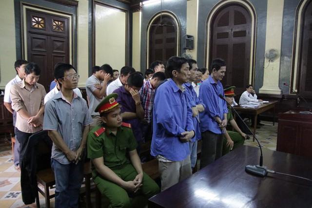 Xử đường dây cá độ bóng đá hơn 600 tỷ đồng ở Sài Gòn - Ảnh 1.