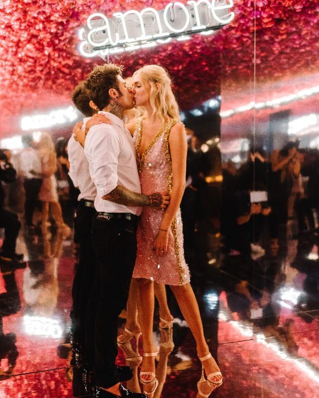 Vogue khẳng định: Đám cưới của Chiara Ferragni hot hơn cả đám cưới cổ tích của hoàng tử Harry và Meghan Markle! - Ảnh 2.