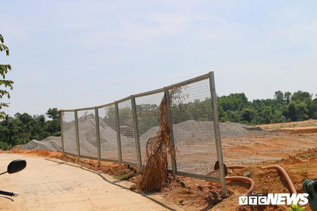 Ảnh: Cao tốc Đà Nẵng – Quảng Ngãi vẫn ngổn ngang sau ngày thông xe - Ảnh 4.