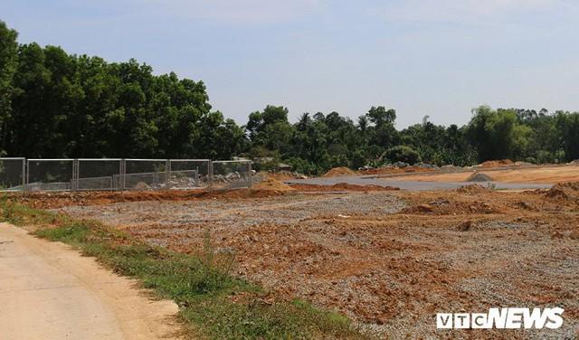 Ảnh: Cao tốc Đà Nẵng – Quảng Ngãi vẫn ngổn ngang sau ngày thông xe - Ảnh 6.