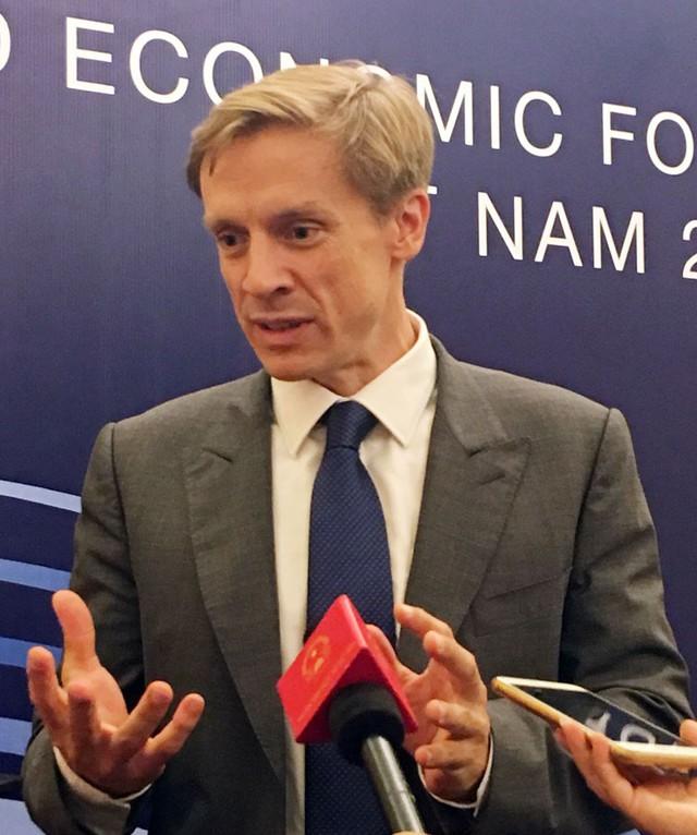 Giám đốc WEF châu Á Justin Wood: CMCN 4.0, lực lượng lao động trẻ lại là thách thức của Việt Nam - Ảnh 1.