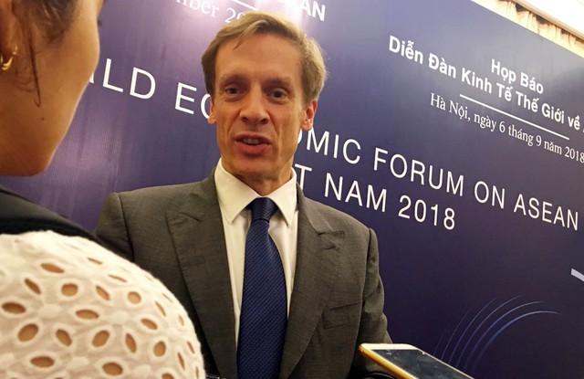 Giám đốc WEF châu Á Justin Wood: CMCN 4.0, lực lượng lao động trẻ lại là thách thức của Việt Nam - Ảnh 2.