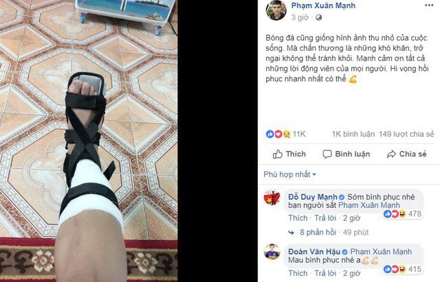 Dàn cầu thủ U23 Việt Nam đồng loạt chúc Xuân Mạnh nhanh bình phục chấn thương - Ảnh 1.