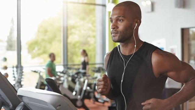 Nghiên cứu kéo dài 10 năm nói nghe nhạc khi tập thể dục giúp ta bớt mệt mỏi, nhưng vẫn nên cẩn trọng - Ảnh 2.