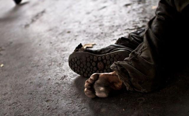 Một Paris rất khác: Không có ánh hào quang hoa lệ, người vô gia cư sống vạ vật, lay lắt trên những con phố bẩn thỉu ngập ngụa rác - Ảnh 11.