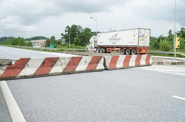 Cầu trơ lõi thép sau vụ cháy xe bồn trên cao tốc Nội Bài - Lào Cai  - Ảnh 12.