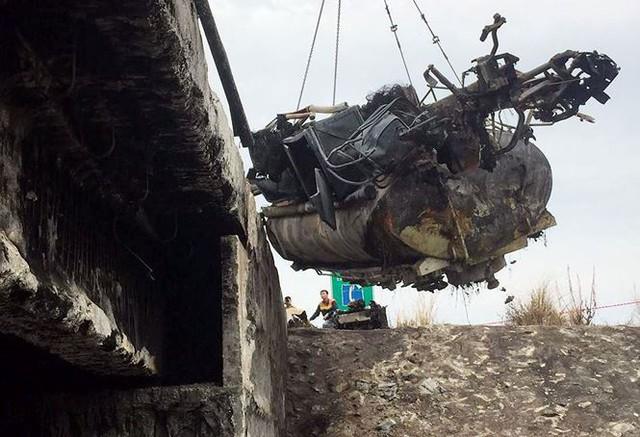 Cầu trơ lõi thép sau vụ cháy xe bồn trên cao tốc Nội Bài - Lào Cai  - Ảnh 4.